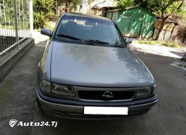 Opel Astra F седан 1996